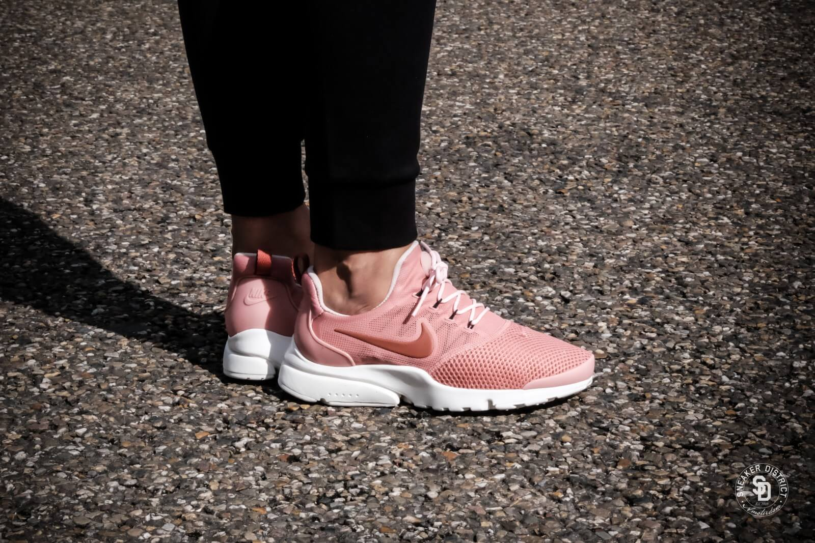 89d07cedbcfb ... nike womens presto fly red stardust dusty peach summit white 910569 601