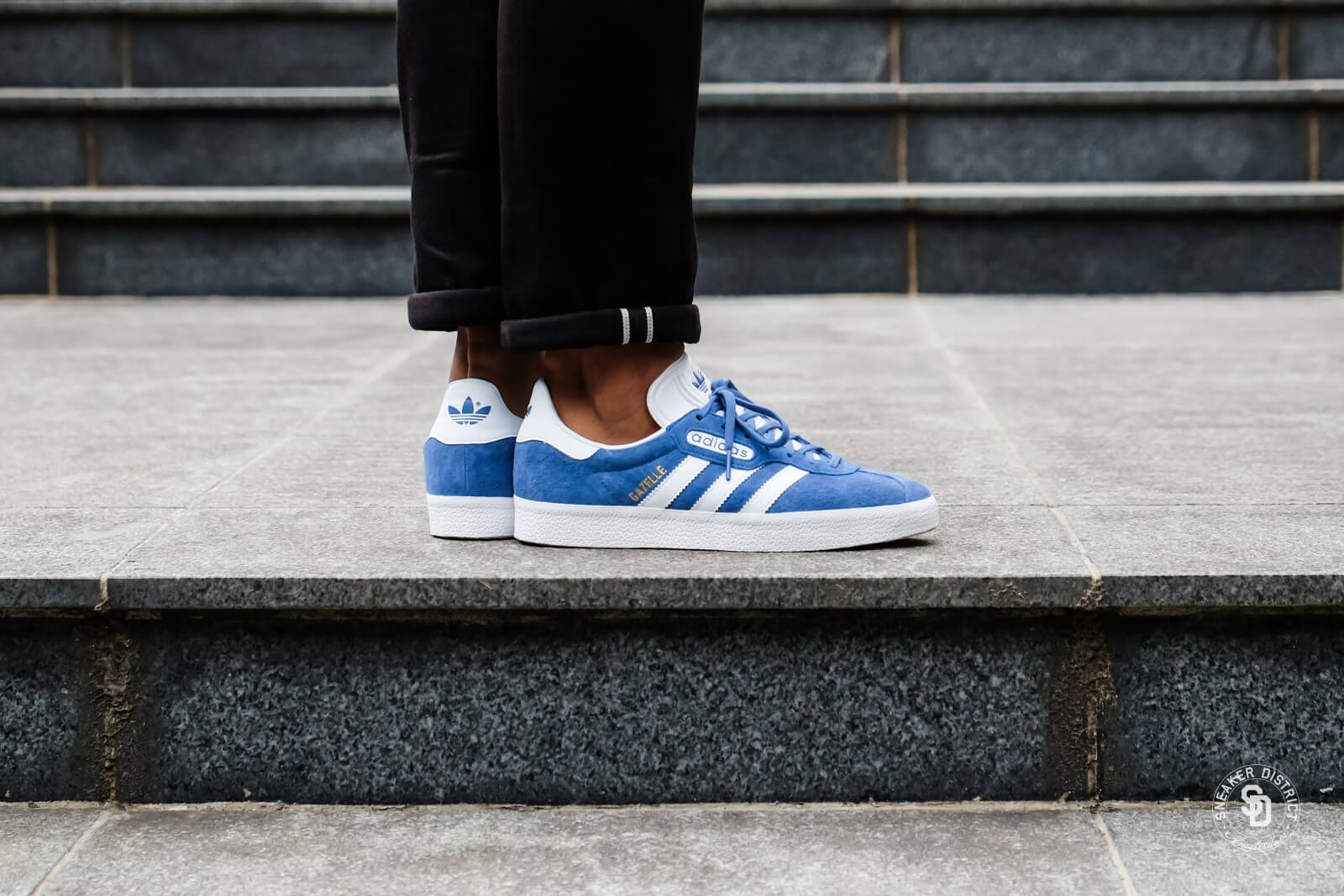 2adidas gazelle super essential