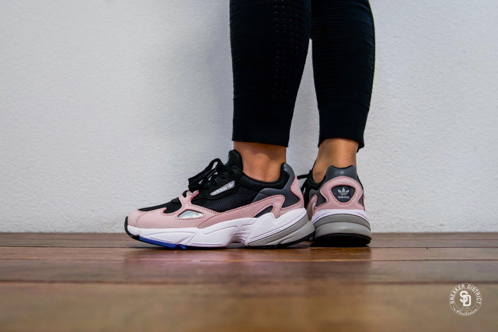 adidas Falcon W (schwarz pink) B28126 | 43einhalb Sneaker Store