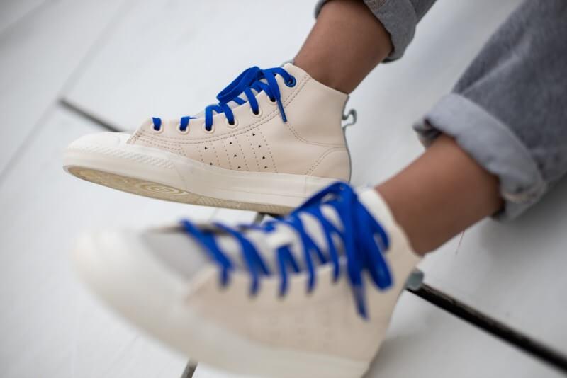 https://static.sneakerdistrict.com/images2/Adidas-x-Pharrell-Williams-HU-Nizza-Hi-Ecru-TInt-Cream-White-21-800.jpg
