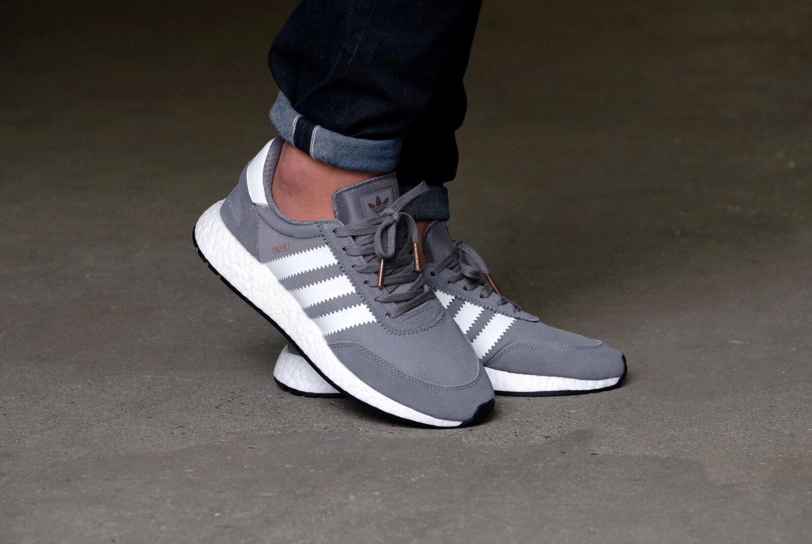https://static.sneakerdistrict.com/images2/DSCF0220-1600.jpg
