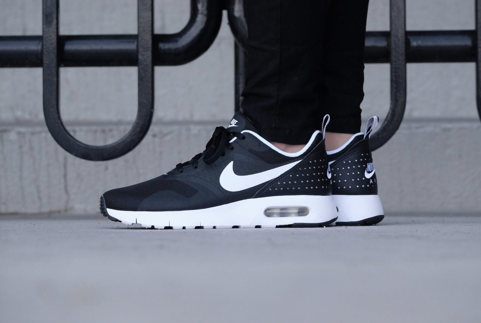 Nike WMNS Air Max Tavas GS BlackWhite 814443 001