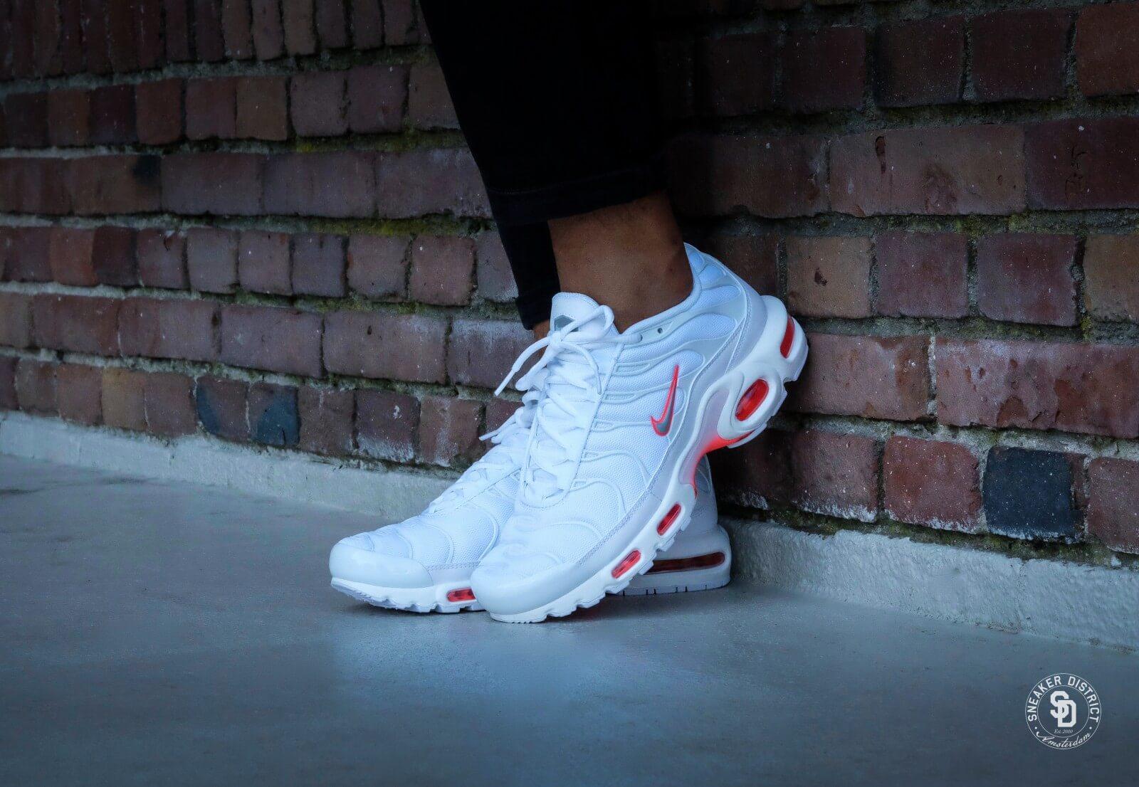 Nike Air Max Plus White Wolf Grey Bright Crimson 852630 101