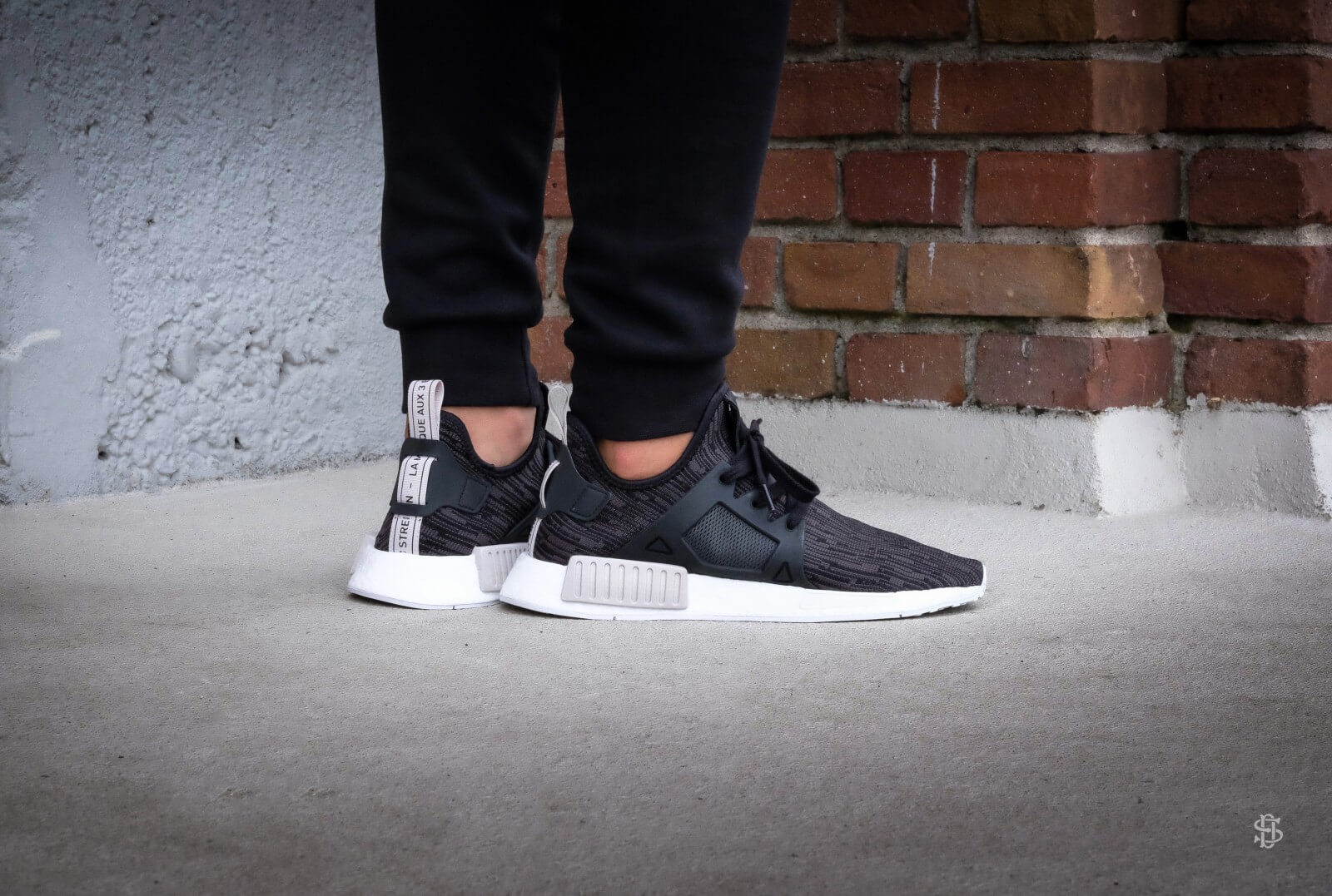 adidas NMD Xr1 Primeknit Trainers In Black עזרה FXP