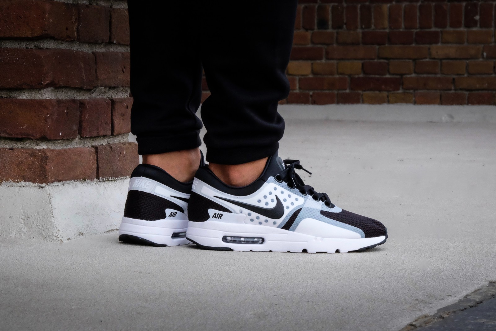 nike air max zero essential whiteblack 876070101