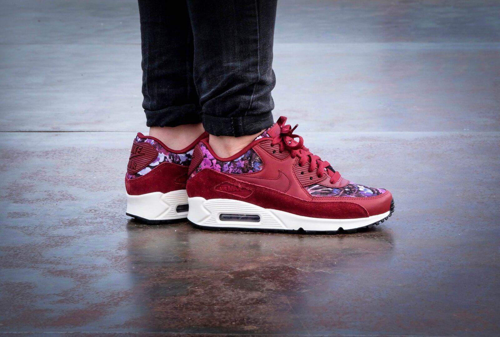 Nike Air Presto Premium Women's Sneaker in Night MaroonSail
