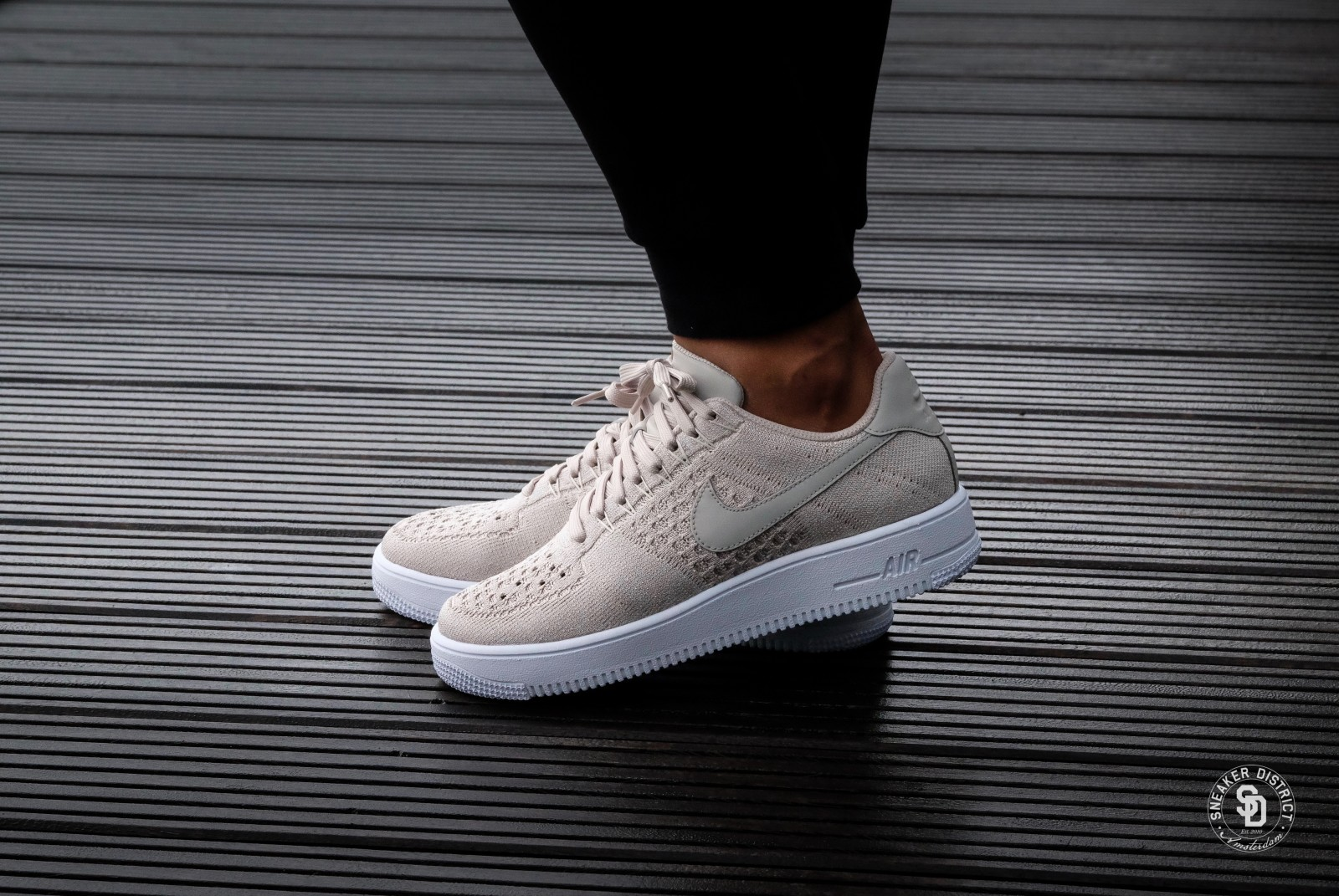 nike air force 1 flyknit beige