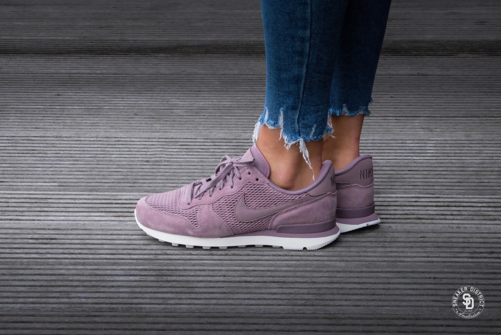 nike internationalist purple