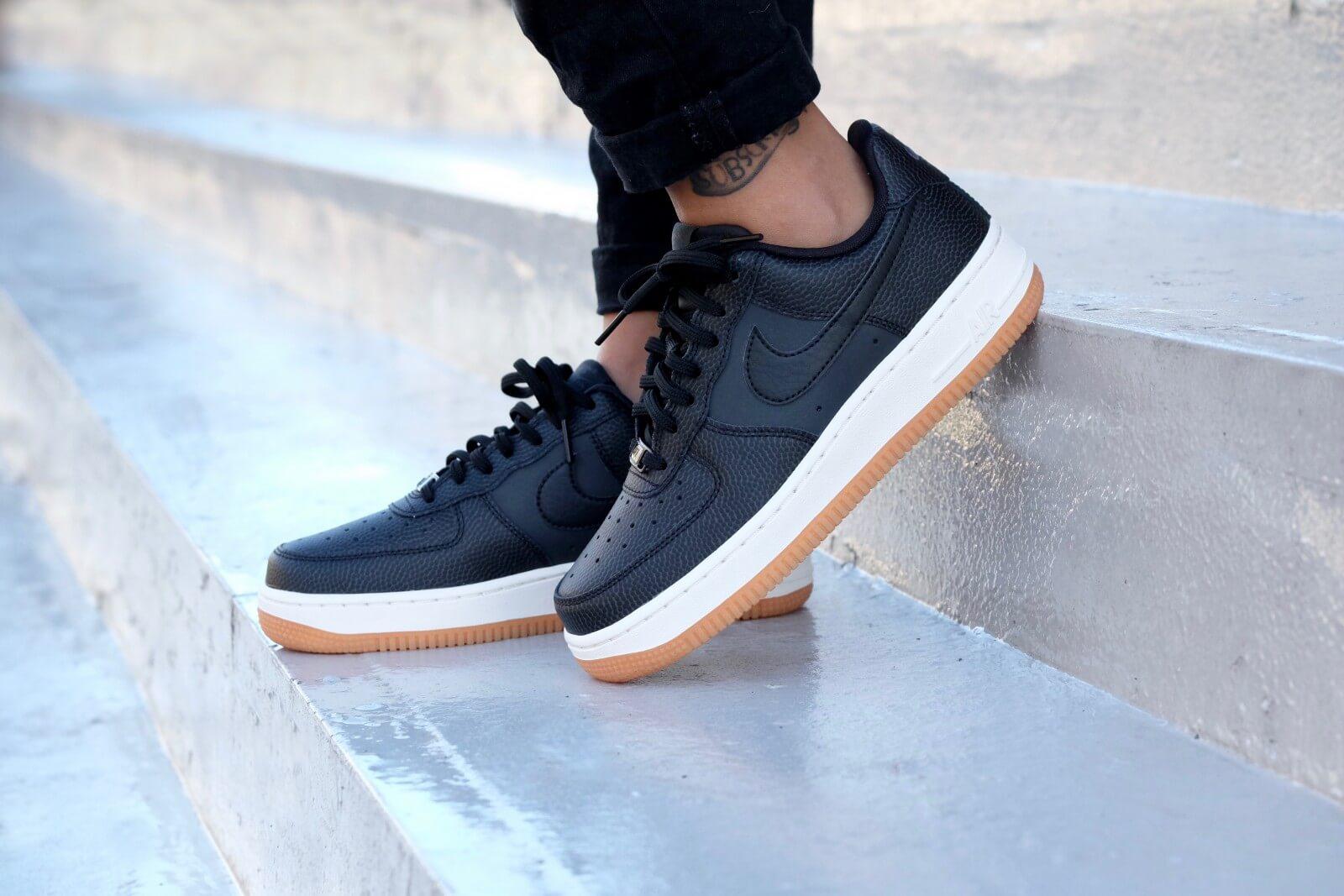 azúcar Divertidísimo Afilar  Nike WMNS Air Force 1 '07 Seasonal Black/ Black-Sail - 818594-003
