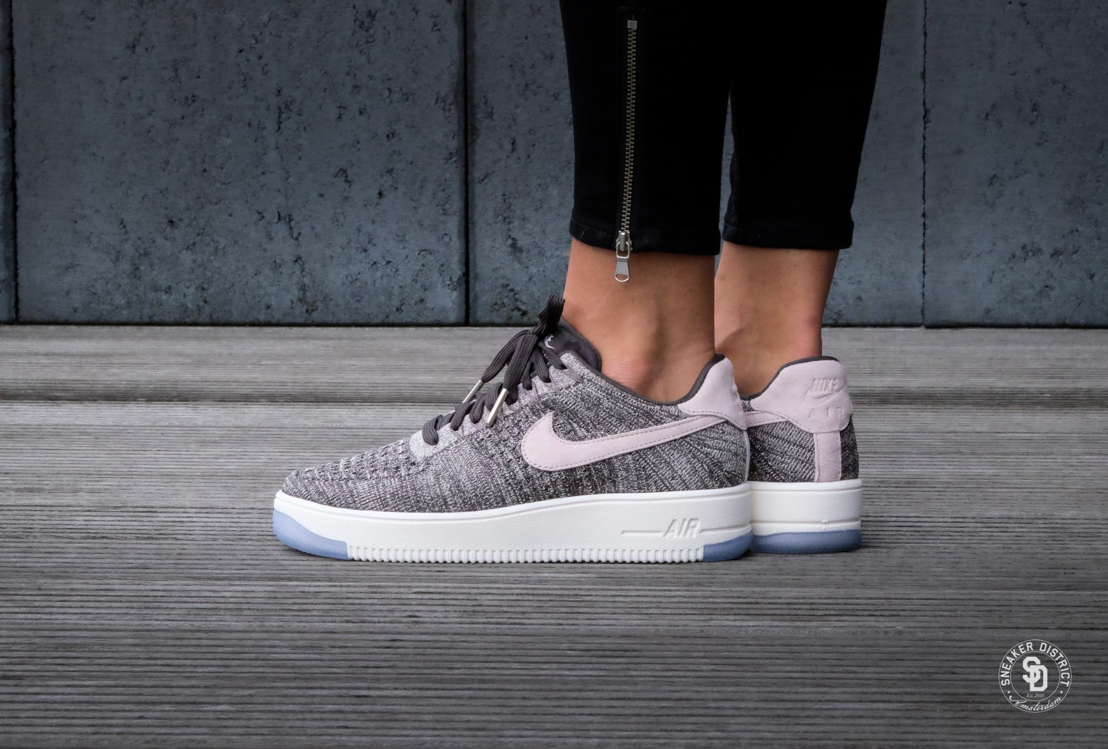 36f1c82a893e ... Nike WMNS Air Force 1 Ultra flyknit Low Midnight FogSilt Red - 820256-008  ...