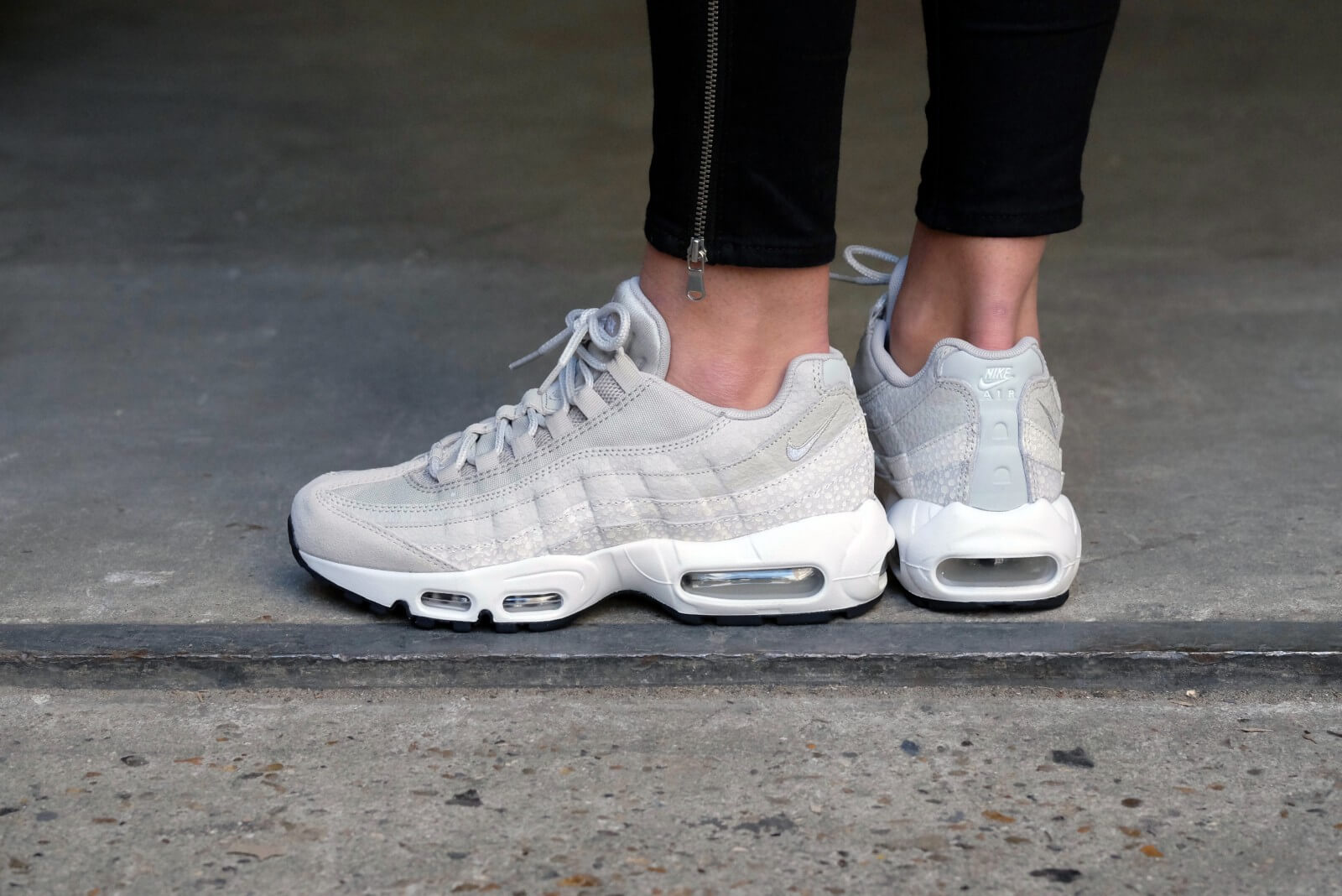 Nike Air Max 95 Premium (Light Bone & Barley Green) End