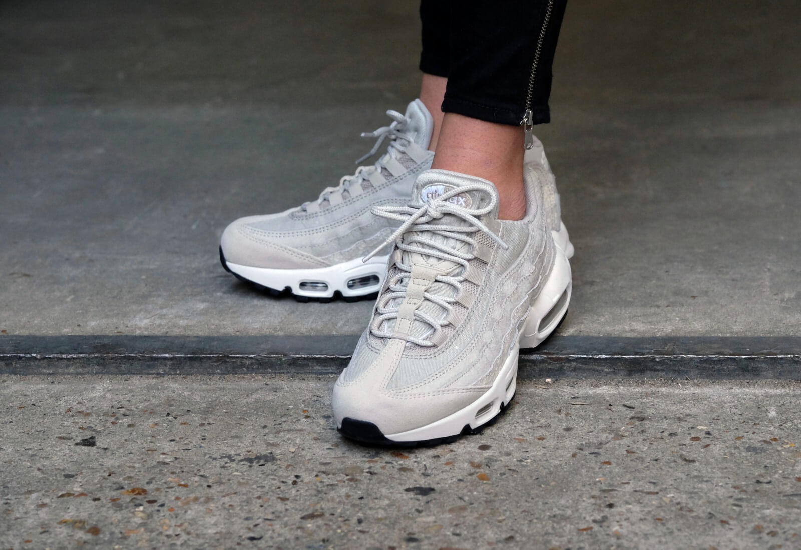 nike wmns air max 95 pale grey summit white ivory light. Black Bedroom Furniture Sets. Home Design Ideas