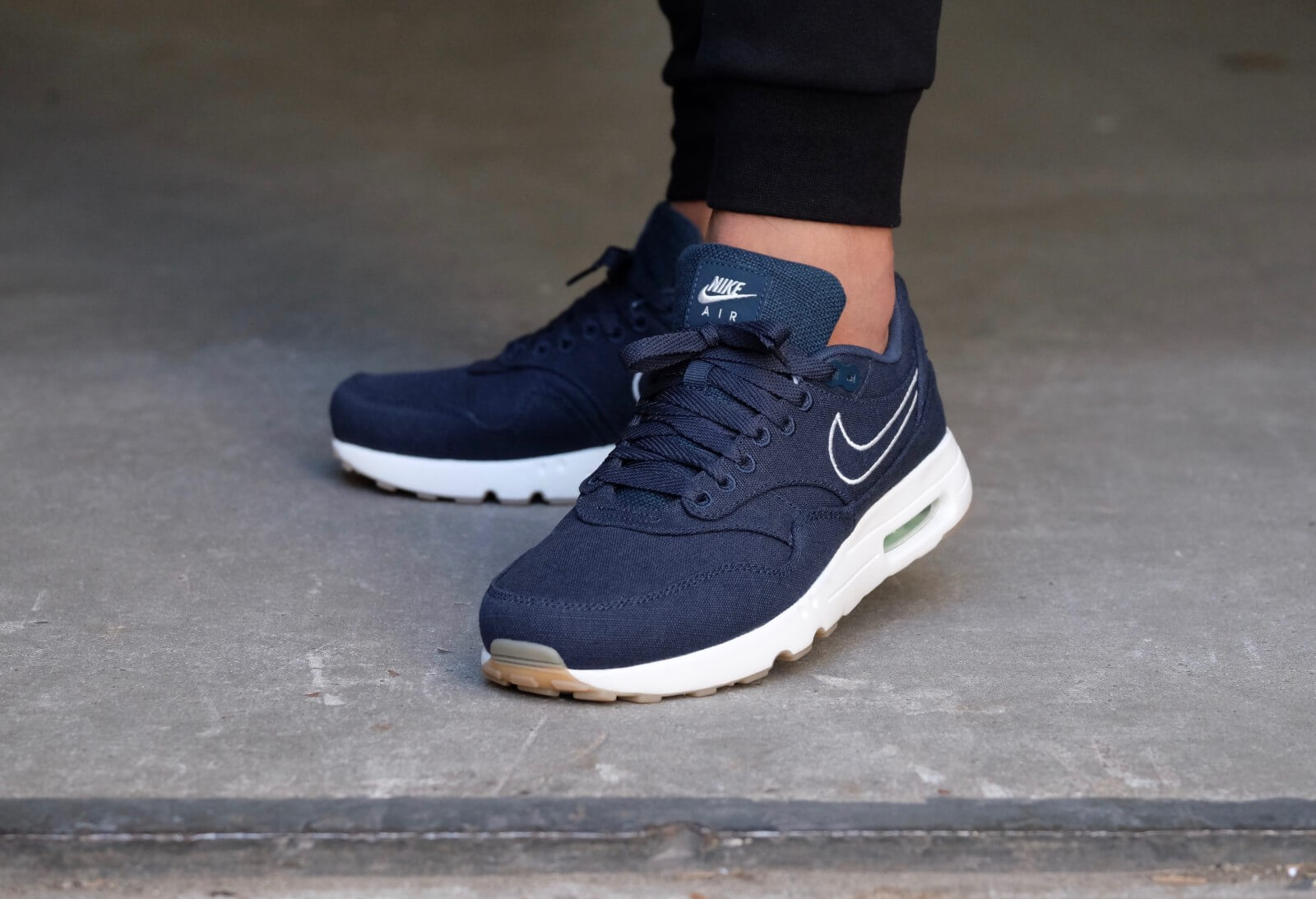 Nike Air Max 180: Black Sneakers: Nike Air 180 It is