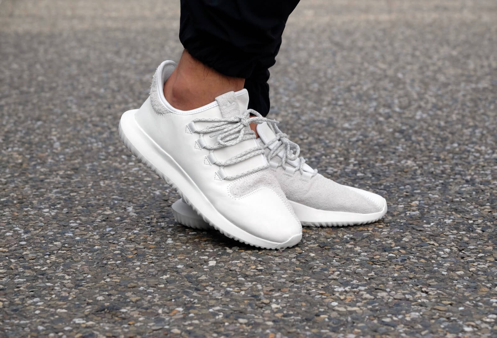 All White Low Rise Shoes