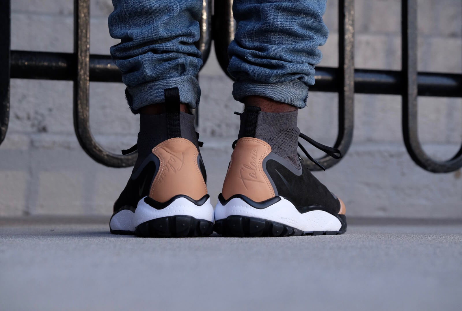 36ec0414b1f ... Nike Air Zoom Talaria Mid Flyknit PRM Anthraciteblack-vachetta tan-dark  grey ...