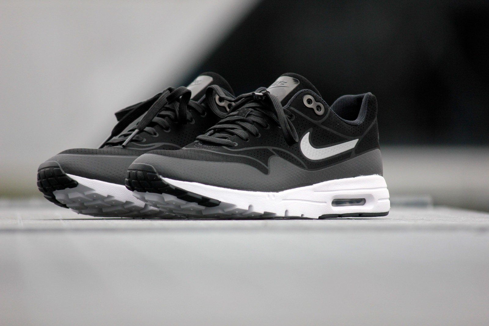 air max 1 ultra black and white
