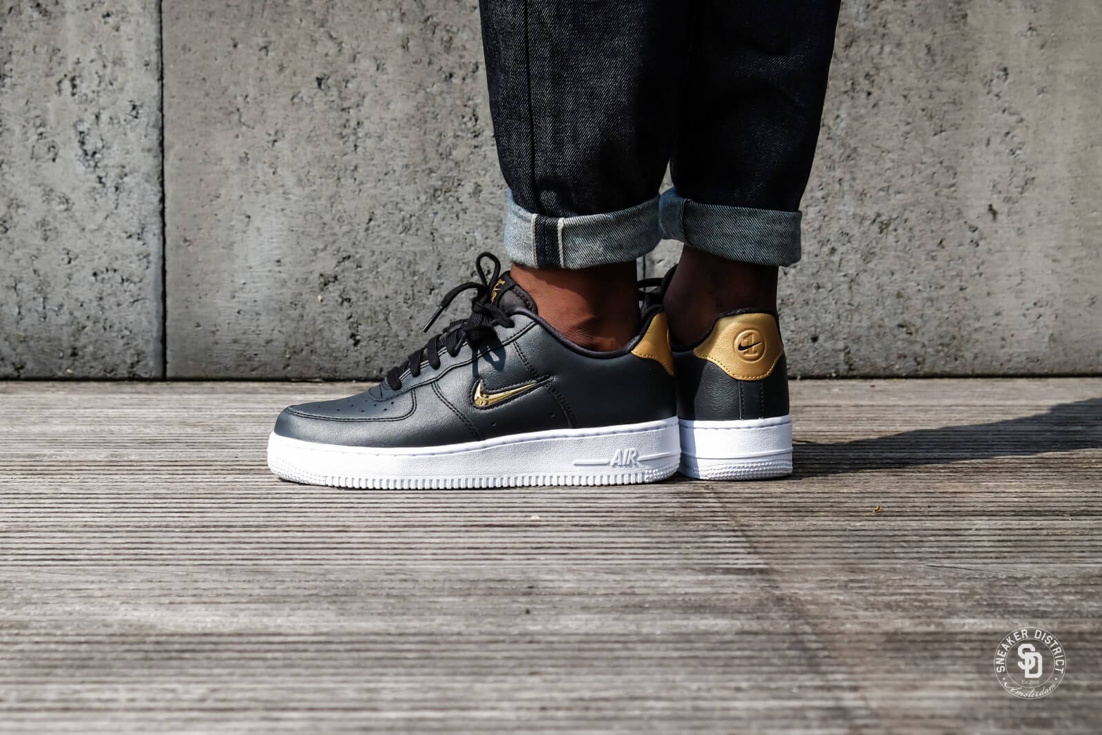 Nike Air Force 1 07 Lv8 Leather Black Metallic Gold White