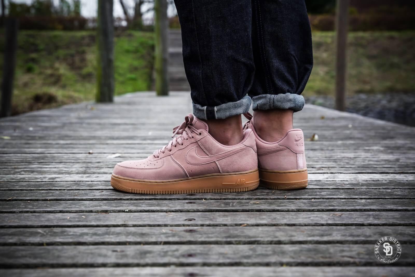Nike Air Force 1 '07 LV8 Suede Sneakers |