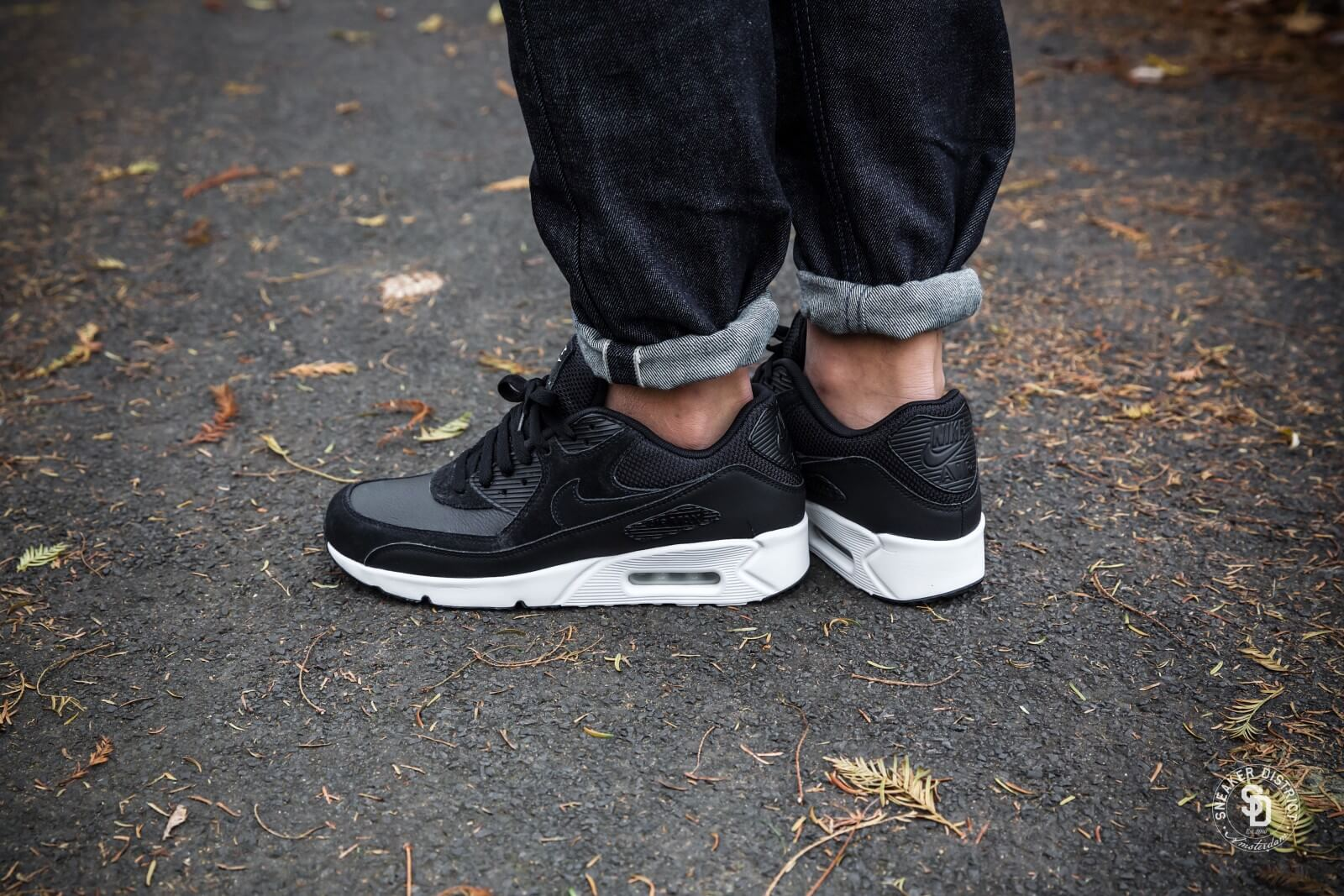 nike air max leather black and white