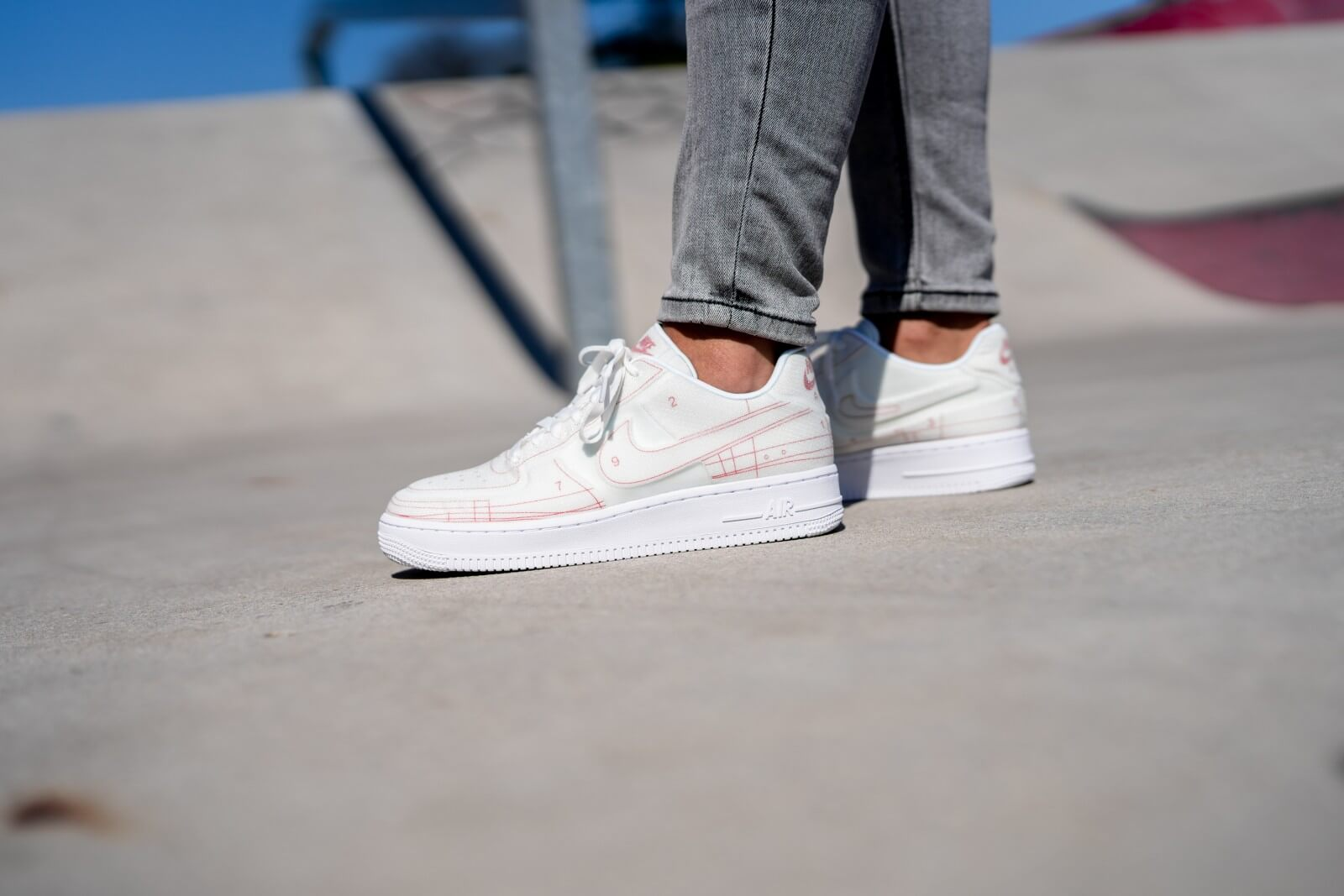 Nike Women S Air Force 1 07 Sketch Summit White University Red