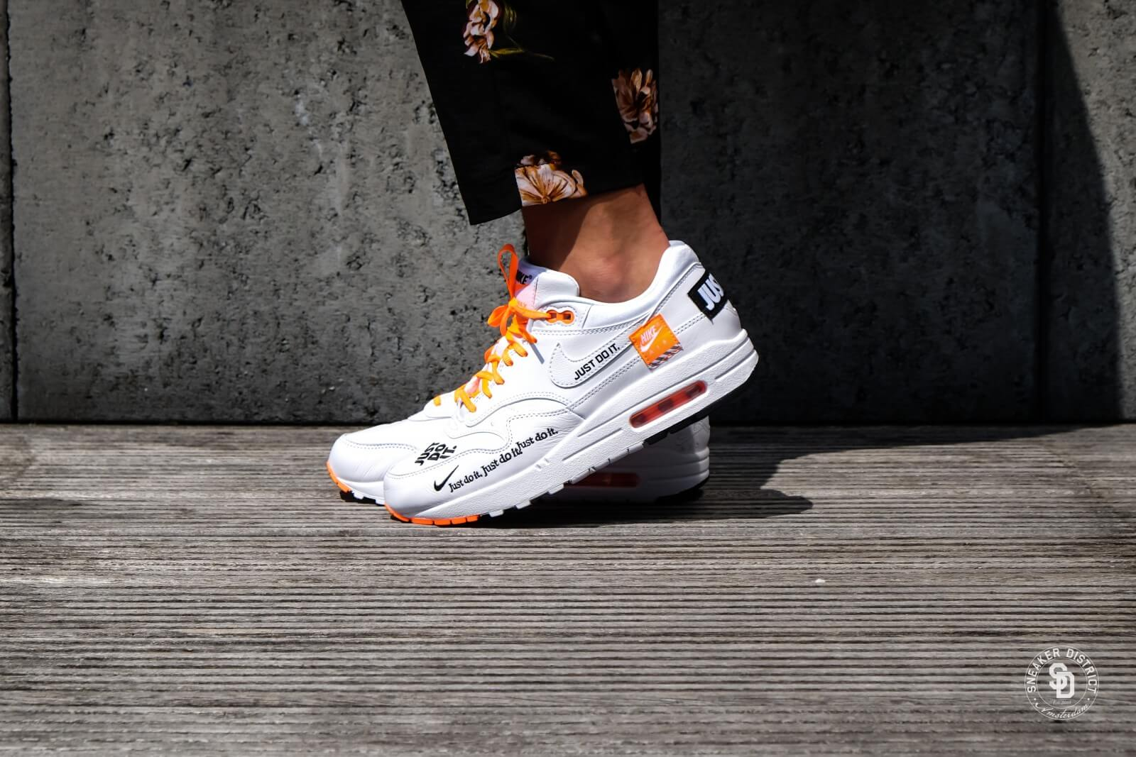 air max 1 black white orange