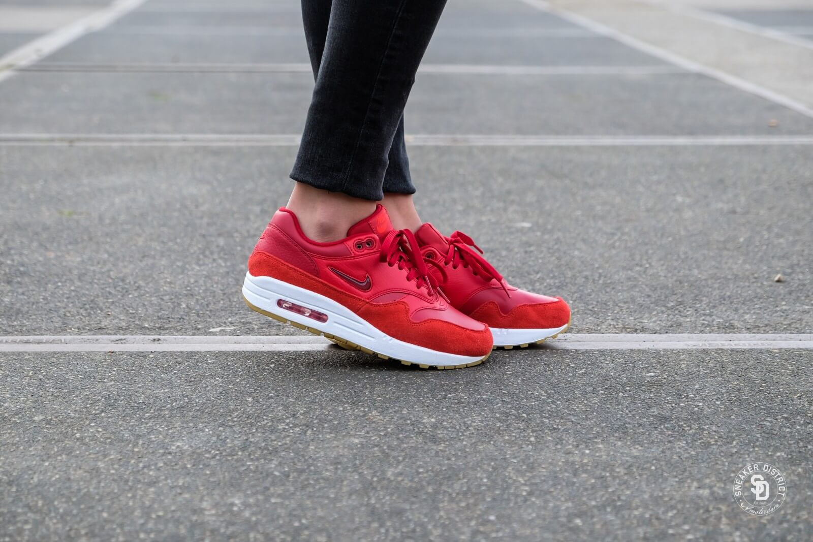 air max 1 red jewel