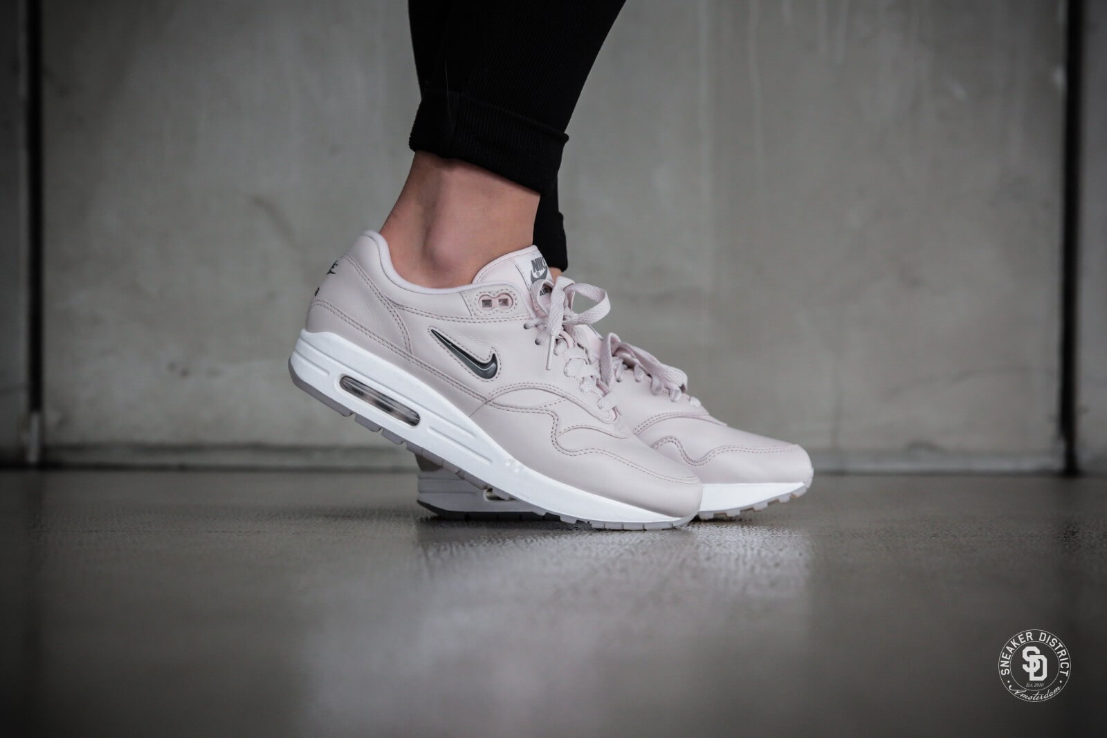 nike women 39 s air max 1 premium sc jewel silt red cool grey white aa0512 601. Black Bedroom Furniture Sets. Home Design Ideas