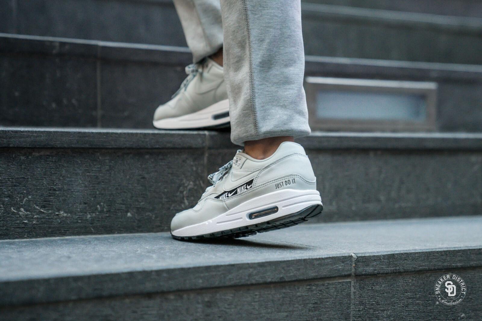 Nike Women's Air Max 1 SE Light SilverBlack White 881101 004