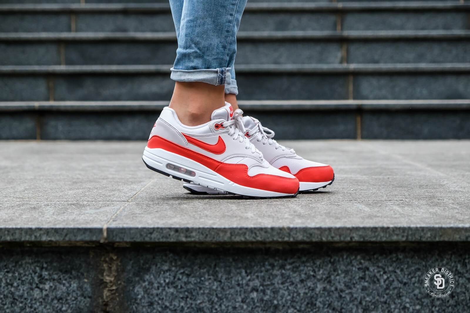 air max 1 red and white