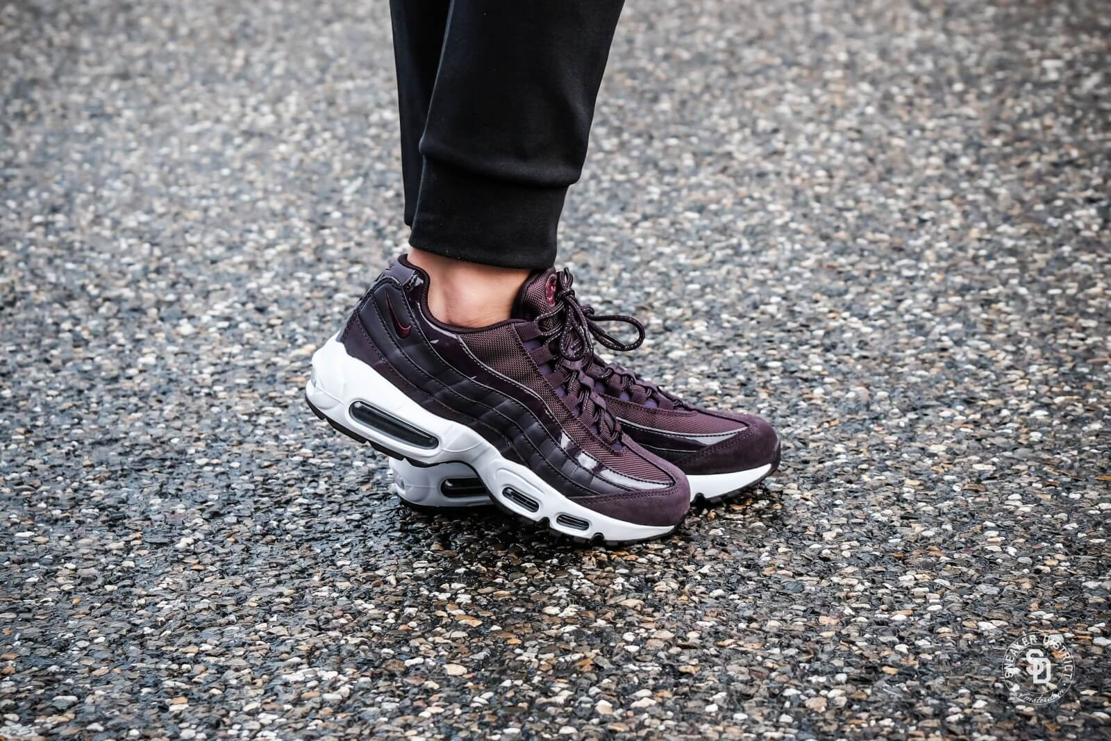newest 46b48 ea609 ... Nike Womens Air Max 95 Port WineBordeaux-White ...