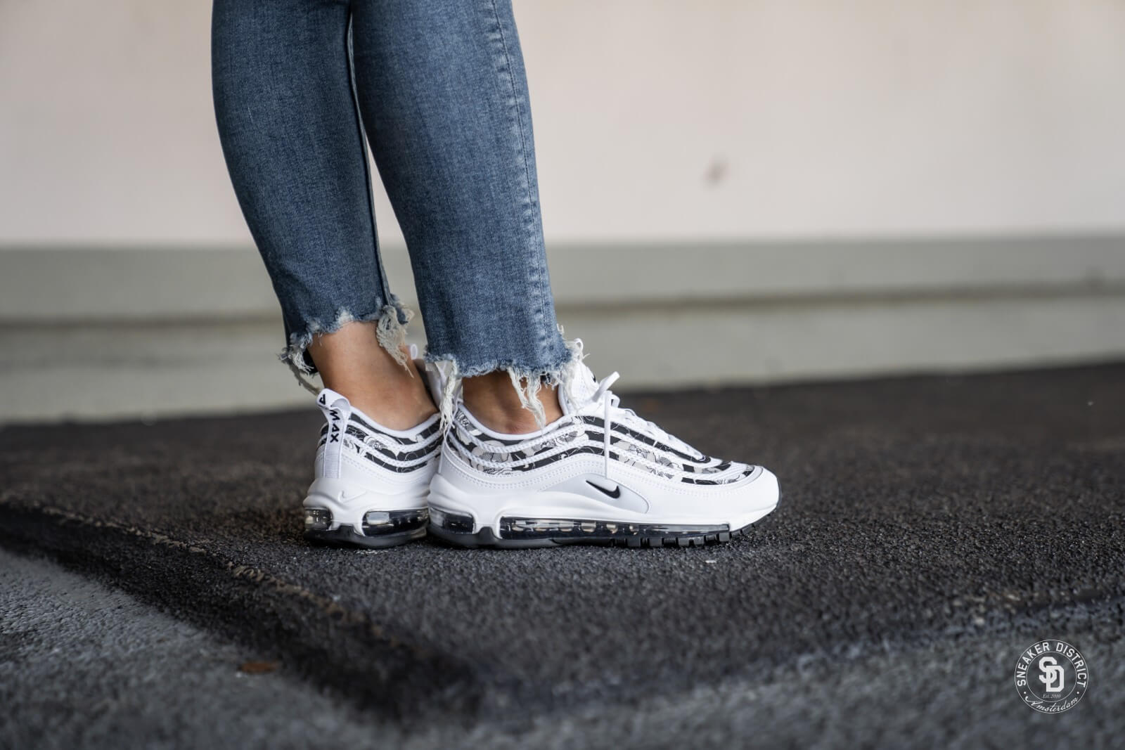 Nike Women S Air Max 97 Se White Black Bv0129 100