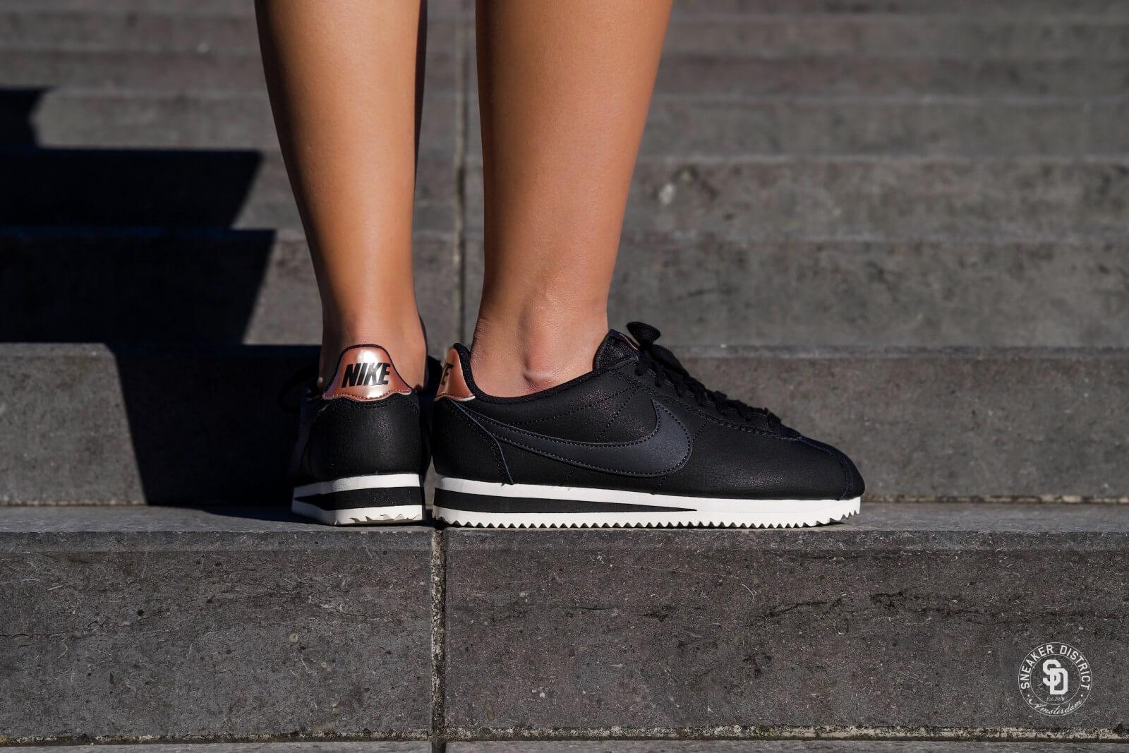 Nike Women s Classic Cortez Leather Black Anthracite-Metallic Red ... c405709534