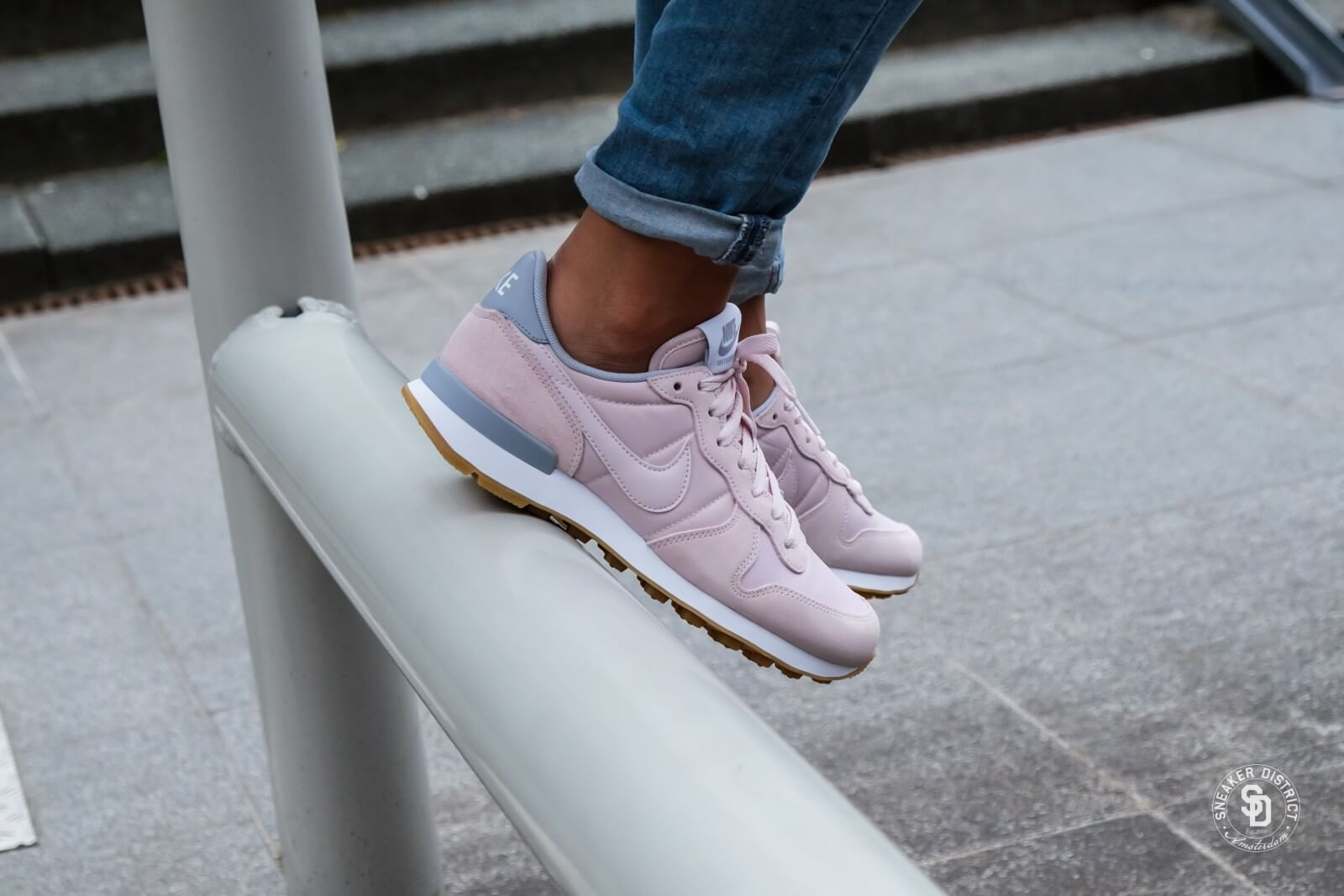 a76edbea0909 Nike Women s Internationalist Barely Rose Wolf Grey - 828407-612
