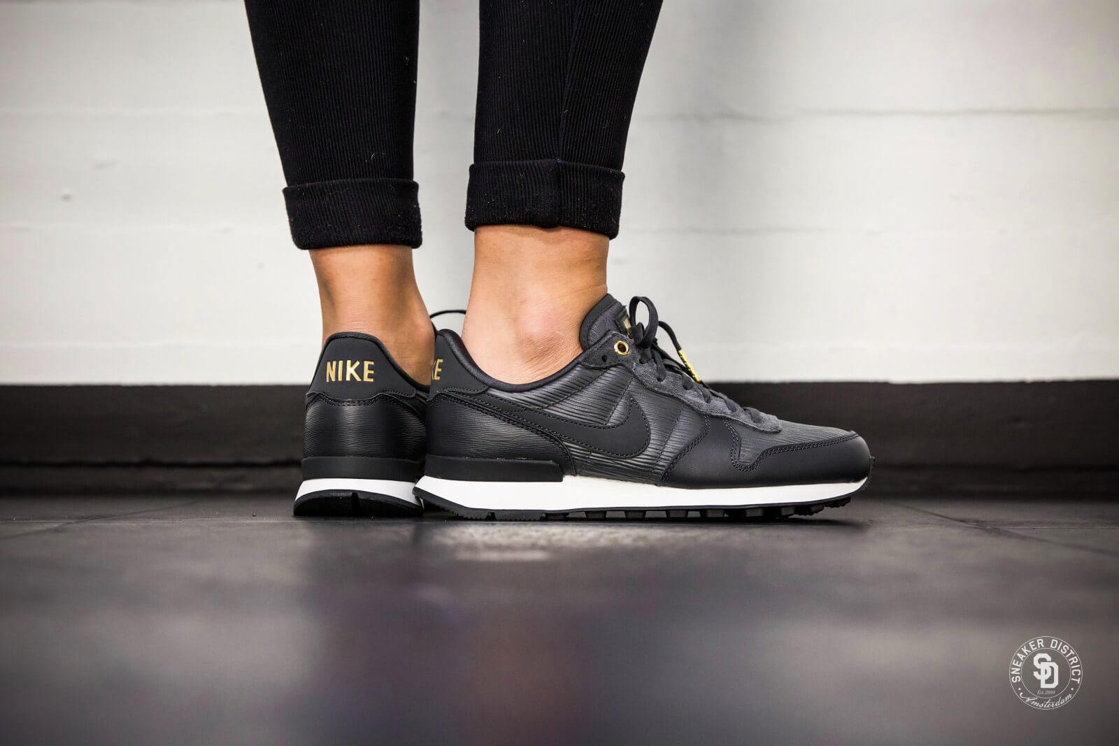 new style dd193 59d93 ... official nike womens internationalist premium anthracite summit white  8b7b6 00e4c