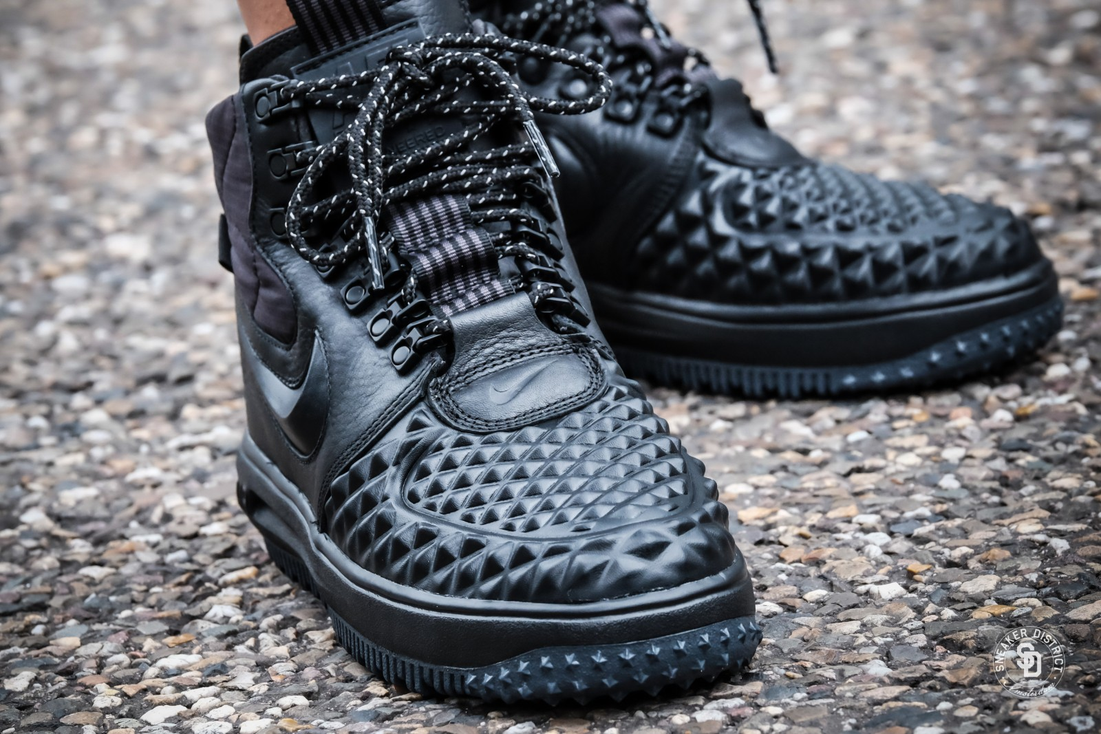nike women 39 s lunar force 1 duckboot black black white. Black Bedroom Furniture Sets. Home Design Ideas