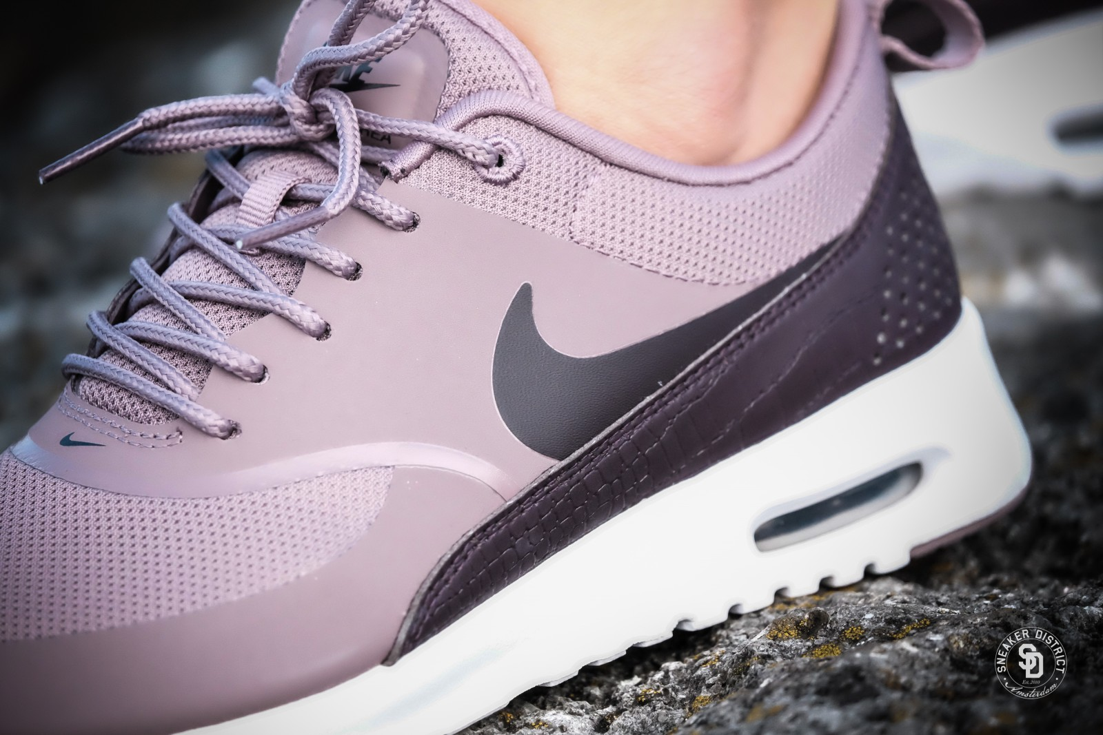 nike women 39 s air max thea taupe grey port wine 599409 203. Black Bedroom Furniture Sets. Home Design Ideas