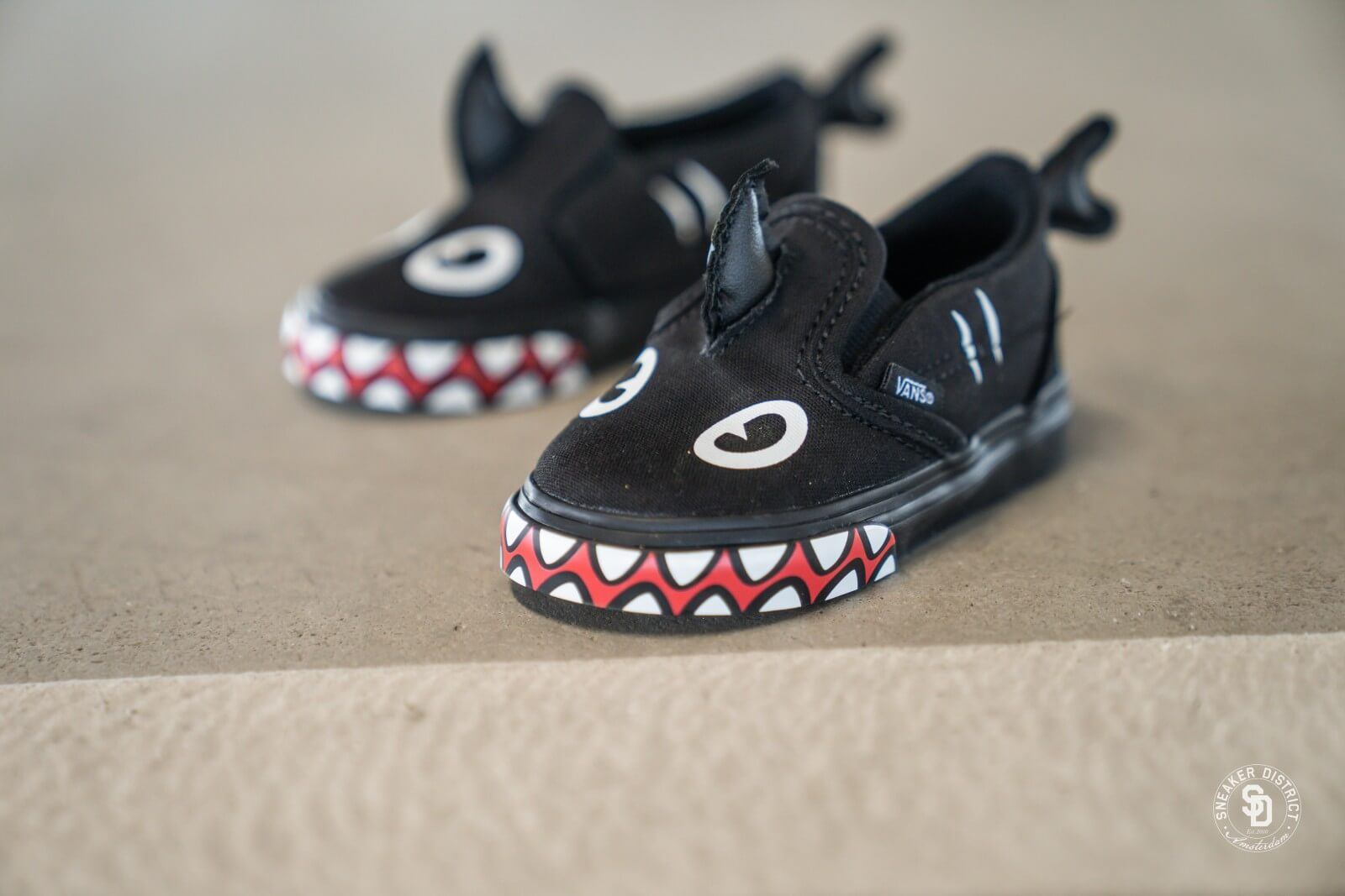 vans shark