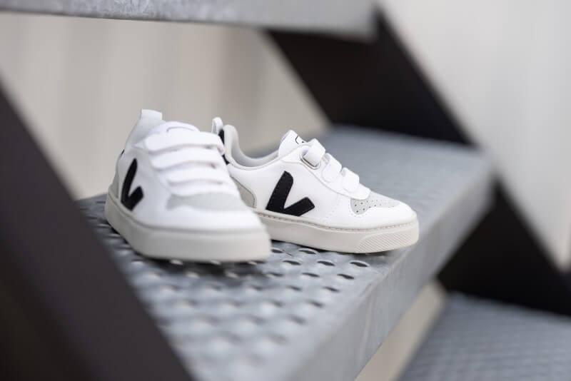 Veja Small V-10 Velcro CWL White/Black