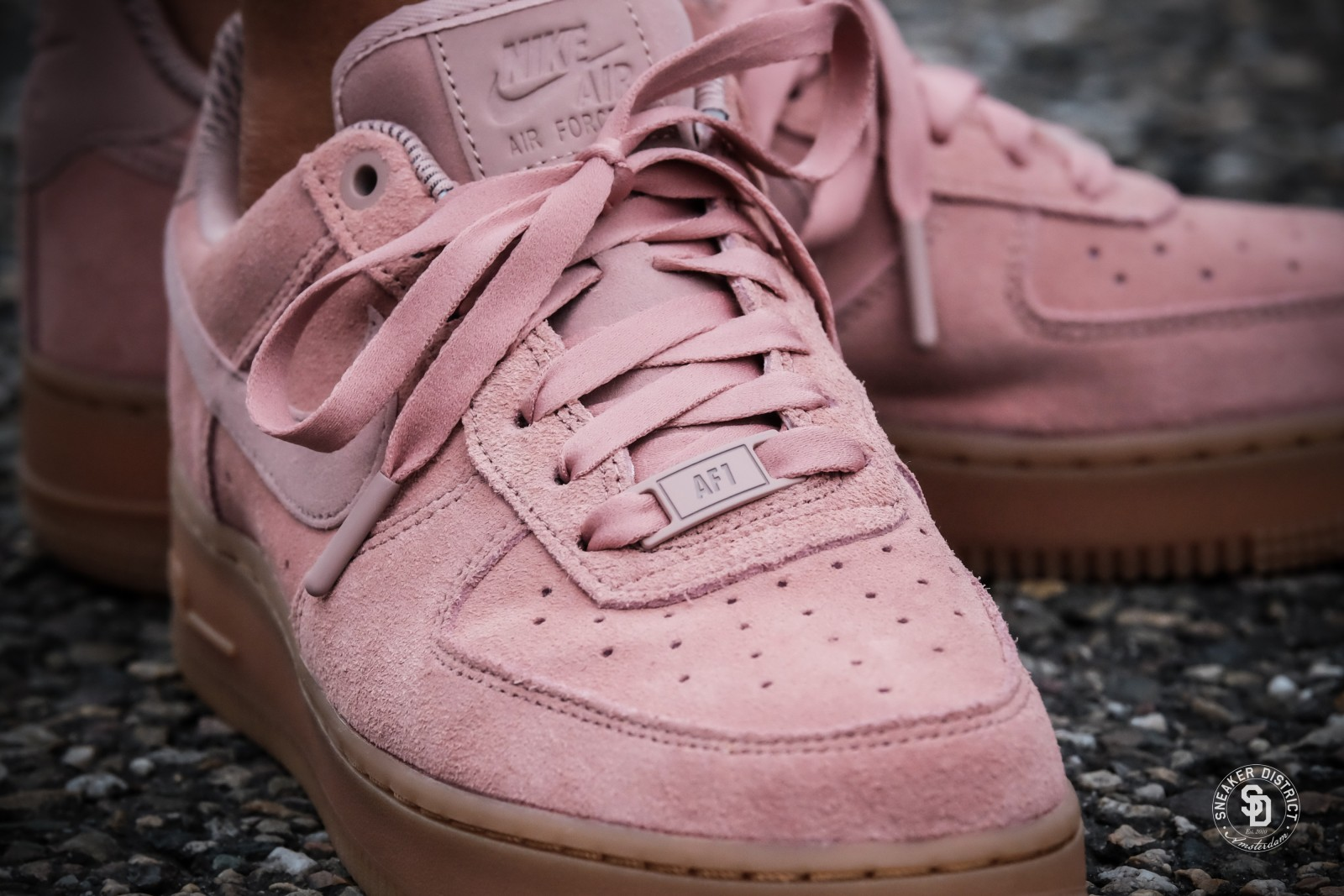 nike women 39 s air force 1 39 07 se particle pink gum sneakers. Black Bedroom Furniture Sets. Home Design Ideas