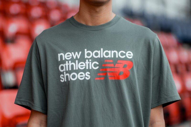 New Balance Athletic Shoebox Tee Green/Red