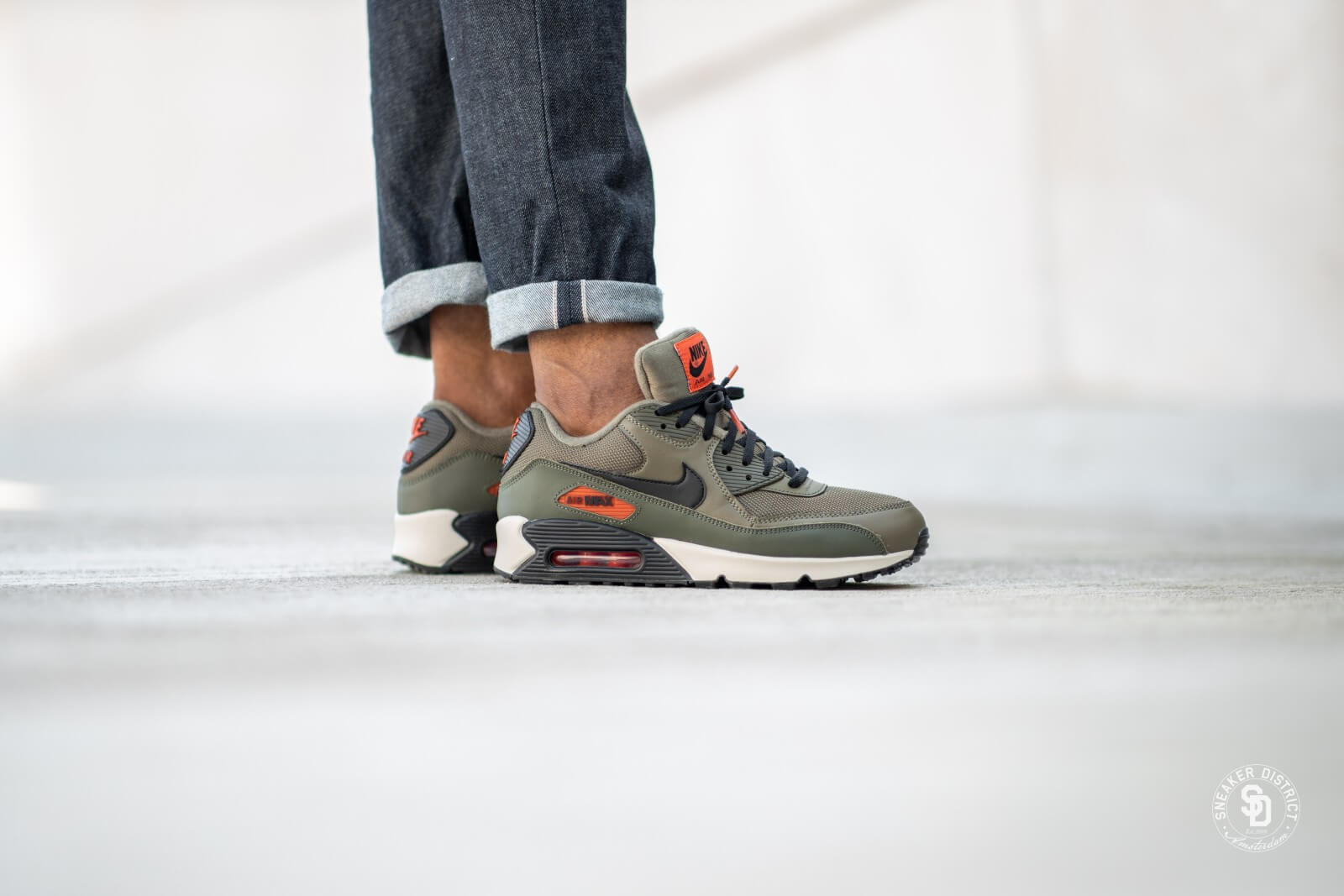 Nike Air Max 90 Essential Medium OliveBlack Team Orange AJ1285 205
