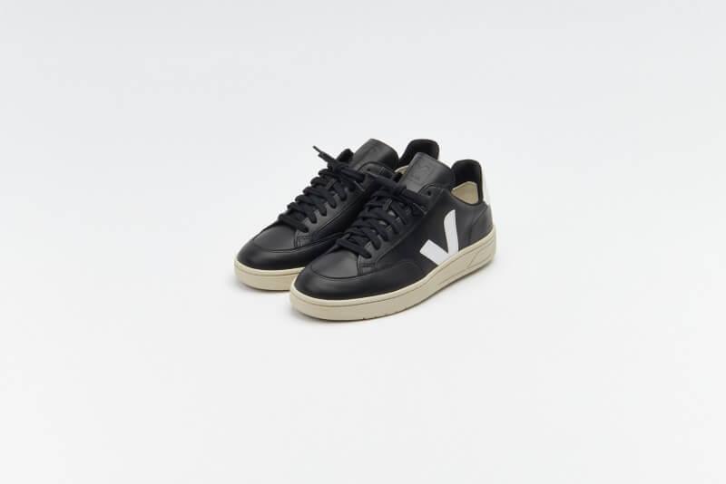 Veja V-12 Leather Black / White