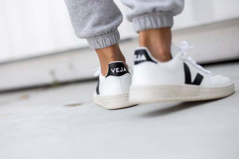 Veja Women's V-10 Leather Extra White/Black